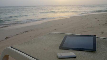 Smartphone-Plage-Vacances